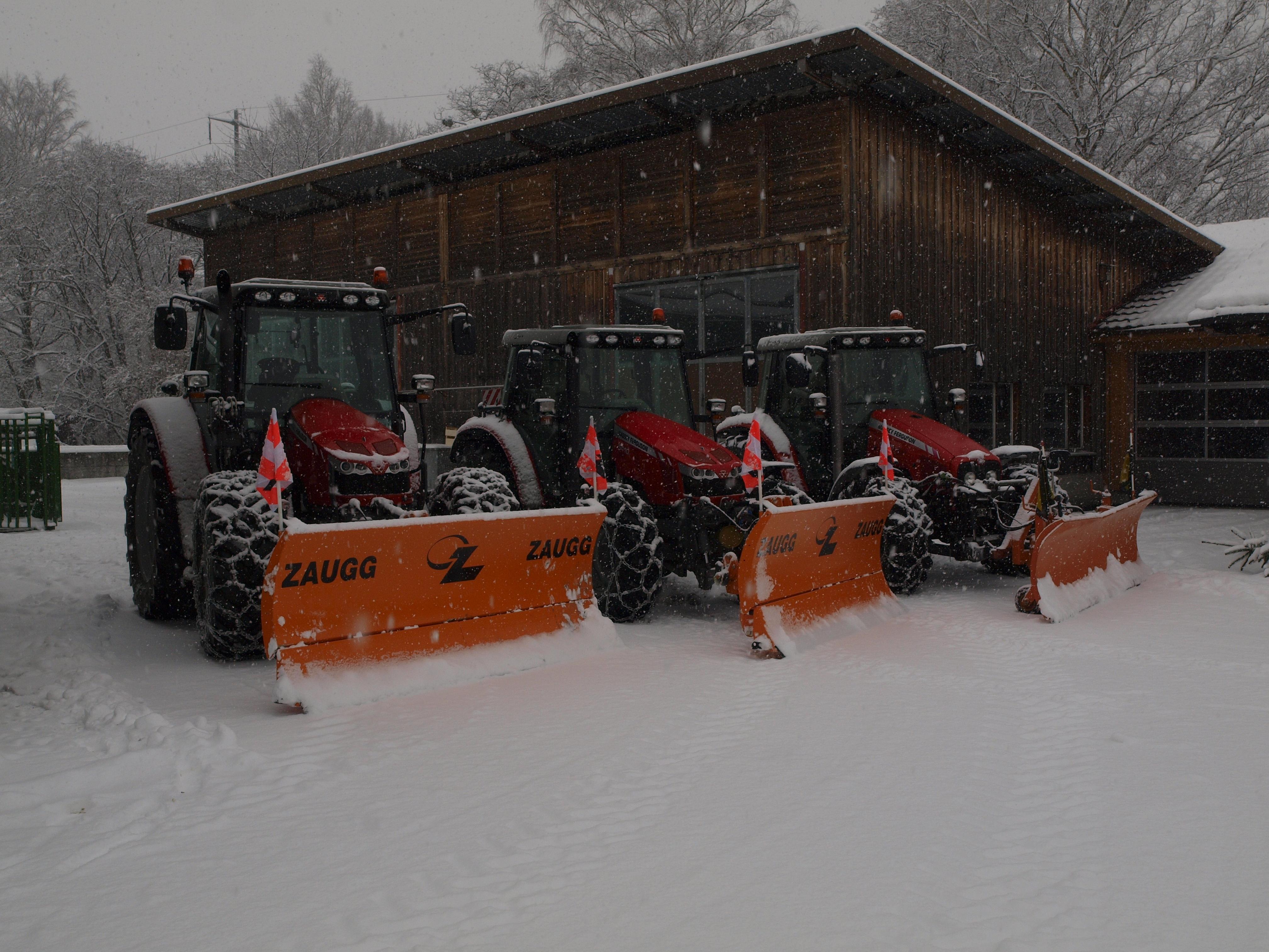 winterdienst-schneeraeumung-schneepflug.jpg